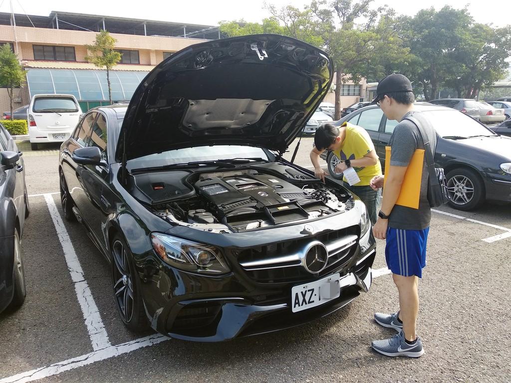 為什麼Car2TW是台灣北部中部南部網友推薦是台灣優良外匯車商之一呢?Car2TW評價怎麼樣?原來Car2TW是台灣唯一在美國設立公司的外匯車商,在美國擁有車商執照買車省錢又安全,還擁有汽車出口海運報關執照,美國運車回台灣費用最便宜,在台灣新竹還有自家進口車保養廠,無論是ARTC車測調整改裝及後續保固維修都沒有問題,難怪PTT,mobile01及好車聯盟都推薦Car2TW外匯車商是一家北部優良外匯車商之一